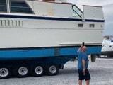 Video : विशालकाय नाव को ट्रक ने दूसरी जगह पहुंचाया