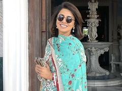 """Anushka Sharma Is A Fan Of Neetu Kapoor's """"Going With The Flow"""" Look. See Pic"""