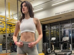 """""""Weights Before Dates"""": Shanaya Kapoor Sets Instagram On Fire With Gym Pic"""