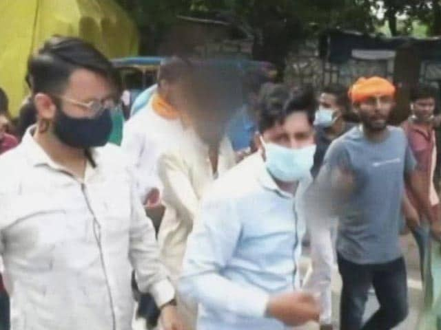 Video : Muslim Man Assaulted In Public In Kanpur, Little Daughter Begs For Mercy