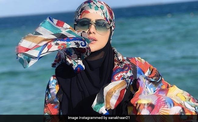 सना खान शौहर मुफ्ती अनस सैयद के मालदीव में यूं चिल करती आईं नजर, देखें Video