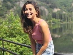 Alia Bhatt Lights Up Instagram With Sun-Kissed Pics