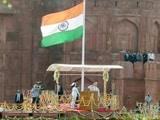 Video : स्वतंत्रता दिवस: PM मोदी ने लाल किले पर फहराया तिरंगा, हेलीकॉप्टरों से फूलों की बारिश
