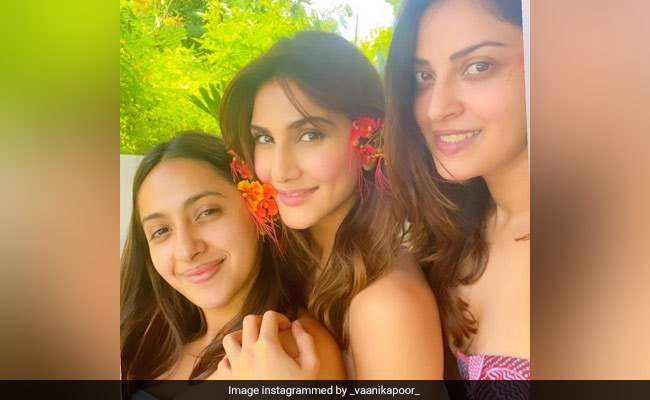Vaani Kapoor Celebrates Her Birthday With Friends Akansha And Anushka Ranjan. See Pics