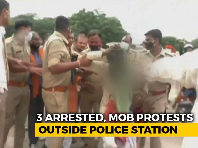 Video : 3 Arrested For Assaulting Muslim Man In Kanpur; Mob Stages Protest