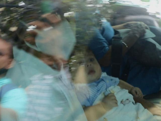 Video : Kareena And Saif Spotted With Baby Jeh At Randhir Kapoor's Home