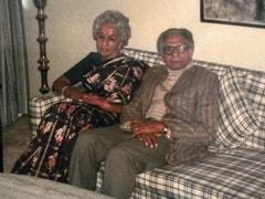 "Shweta Bachchan's ""Serendipitous Find"" In A Bunch Of Old Polaroids - A Pic Of Grandparents Harivansh Rai And Teji Bachchan"