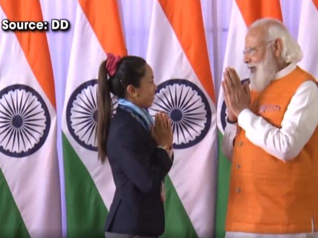 Video : Watch: PM Modi Interacts With Tokyo Olympics Silver Medallist Mirabai Chanu