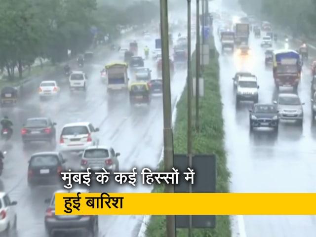 Videos : मुंबई के कई हिस्सों में हुई बारिश, अगले 24 घंटे तक रहेगी जारी