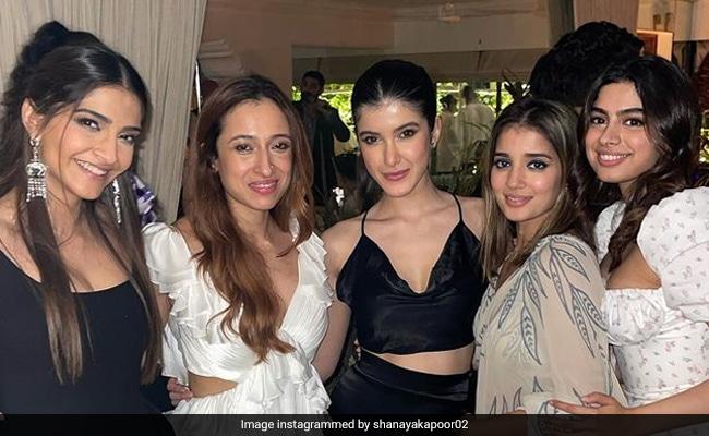 How Sonam, Khushi, Shanaya And Others Lit-Up Rhea Kapoor And Karan Boolani's Reception