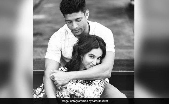 Birthday Girl Shibani Dandekar Gets Boyfriend Farhan Akhtar's Name Tattooed On Her Neck. Pic Inside