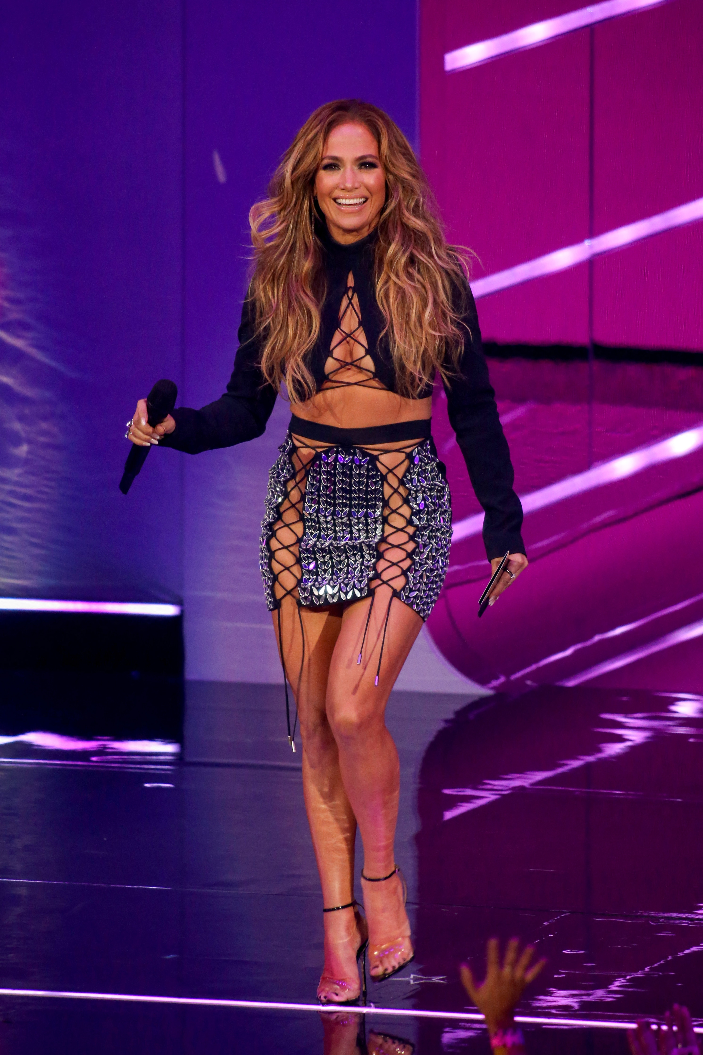 MTV Video Music Awards 2021: After Red Carpet Debut With Ben Affleck, Jennifer Lopez Sizzles In A Tie-Up Crop Top And Mini Skirt