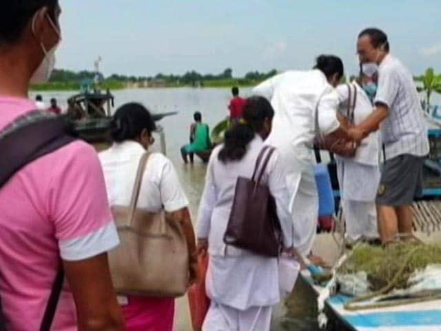 Video : Assam Health Workers Risk Boat Rides On Flooded River To Vaccinate People