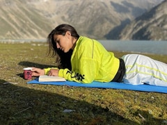 """Sara Ali Khan Shares Pics From Kashmir's Sheshnag Lake And They Are All About """"Sunny Rays And Starry Nights"""""""