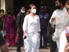 Sidharth Shukla's <I>Bigg Boss</i> Co-Contestants Rashami Desai, Devoleena Bhattacharjee, Shefali Jariwala Visit His Family; Asim Riaz Pictured At Hospital
