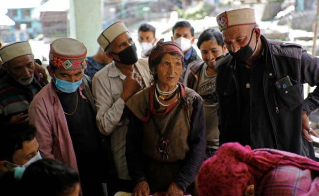 5 Doctors Scale Rockslides, Invoke Gods To Vaccinate Himachal Villages