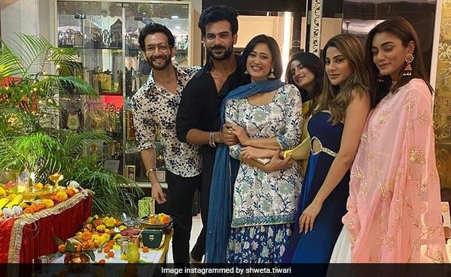 Shweta Tiwari Celebrated Ganesh Chaturthi With Khatron Ke Khiladis Nikki Tamboli, Sana Makbul