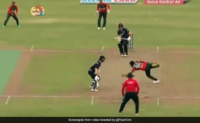 बांग्लादेशी गेंदबाज मुस्तफिजुर रहमान ने अपनी ही गेंद पर लपका हैरत भरा कैच, देखकर बल्लेबाज के उड़ गए होश- Video