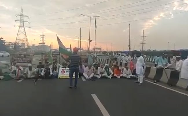 Bharat Bandh: Left Activists Block Roads, Rail Tracks In Bengal