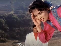 Madhuri Dixit's Infectious Energy In This <i>Saajan</i> Song Tea-splained
