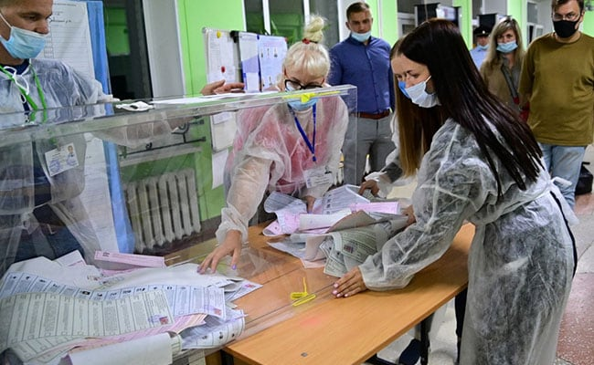 Vladimir Putin's Party Set To Retain Parliamentary Majority After Polls
