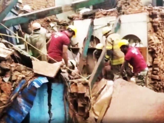 Video : 2 Dead In Kolkata Building Collapse
