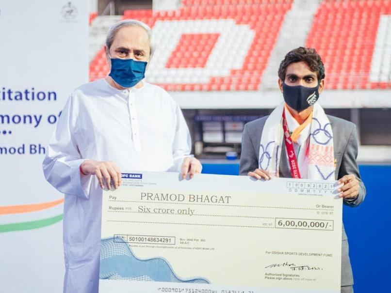 Odisha CM Naveen Patnaik Presents Cash Award To Paralympian Pramod Bhagat