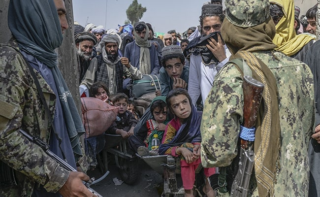 """""""It's Your Country"""": Taliban Stops At Border Afghans Trying To Flee To Pak"""