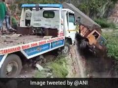 Uttarakhand: Landslide Debris Blocks Badrinath Highway, Damages Vehicles