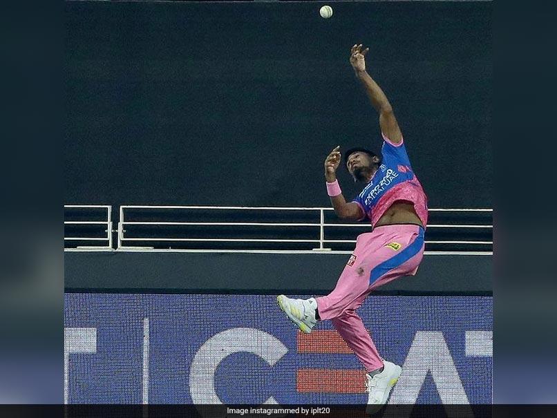 Watch: Mustafizur Rahmans Acrobatic Effort Saves A Certain Six Against Royal Challengers Bangalore In IPL 2021