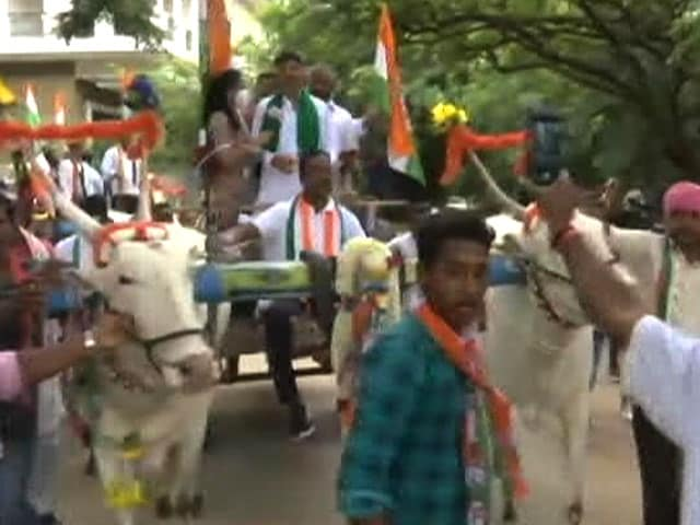 Video : Karnataka Congress Leaders Show Up To Assembly In Bullock Carts