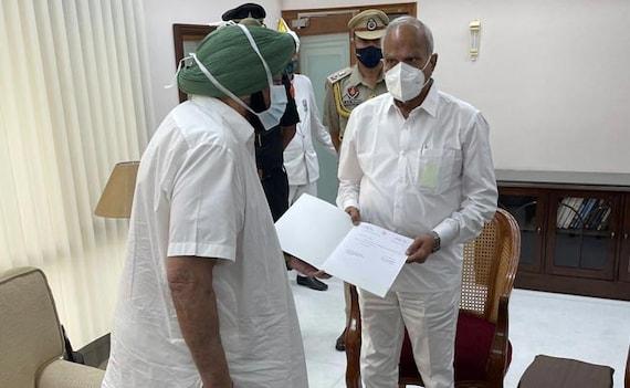 अमरिंदर सिंह ने कांग्रेस के दबाव में पंजाब CM पद से दिया इस्तीफा, नवजोत सिद्धू से चल रही थी कलह
