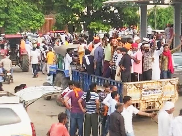 Video : Amid March To Haryana Mini-Secretariat, Farmer Leaders Briefly Detained