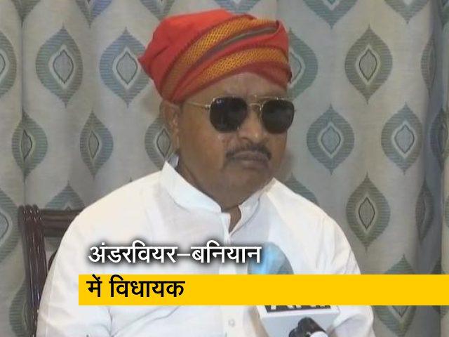 Video : अंडरवियर-बनियान पहनकर घूमते दिखे बिहार के JDU विधायक, तेजस पटना राजधानी ट्रेन की घटना