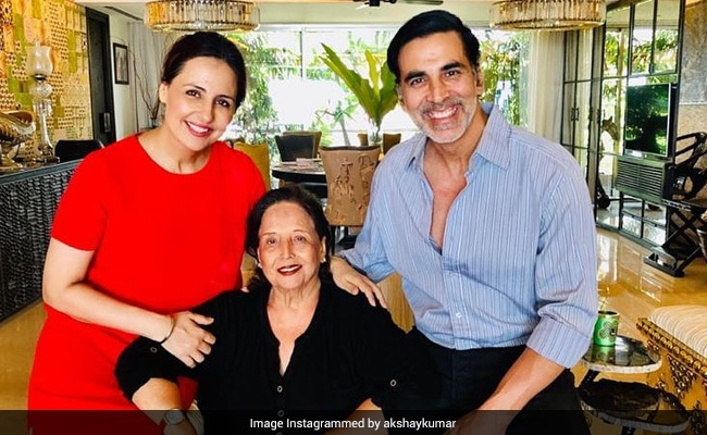 'Very Tough Hour For Me And My Family,' Tweets Akshay Kumar On His Mother's Health
