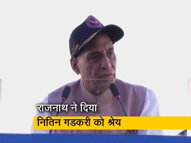 Video : हाइवे पर हुई लड़ाकू विमान की लैंडिंग, राजनाथ ने दिया नितिन गडकरी को श्रेय
