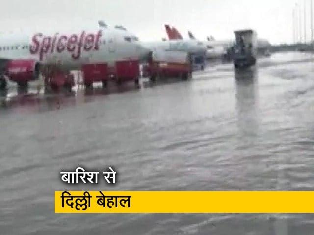Videos : दिल्ली में रिकॉर्ड बारिश, एयरपोर्ट पर भी भरा पानी