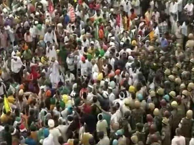 Video : Standoff Between Farmers And Police In Haryana's Karnal