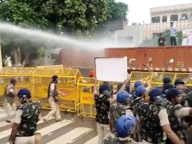 Video : Farmers Break Barricades In Massive Protests At Haryana Government Office