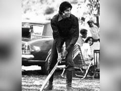 Throwback To When Amitabh Bachchan Played Cricket On <I>Mr Natwarlal</i> Set. But The Bat Was...
