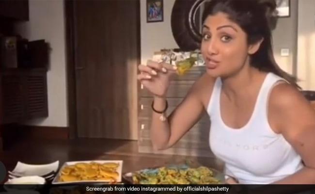 Shilpa Shetty broke down on pakodas, left yoga, said - ah she is very crunchy...watch throwback video