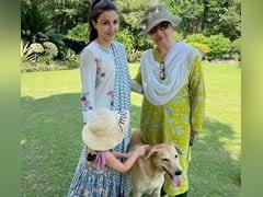 """Sharmila Tagore, Soha Ali Khan And Inaaya In """"Three Generations"""" Pic. Bonus: A Furball"""