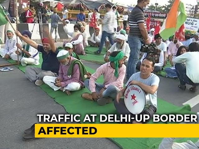 Video : Protesting Farmers Block Delhi-UP Ghazipur Border