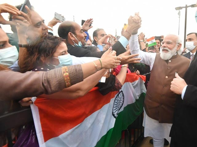 Video : Watch: PM Modi Greets Indian Community At Joint Base Andrews