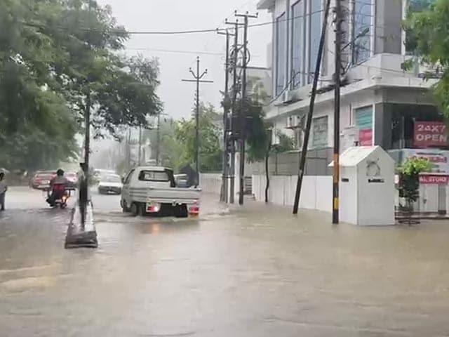 Video : Rain Red Alert Issued For Eastern UP; Orange Alert For Delhi