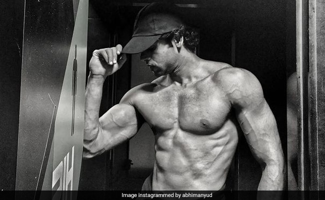 Ranveer Singh Is The Motivation Behind This Actor's Mind-Blowing Pics. Celebs Are In Awe