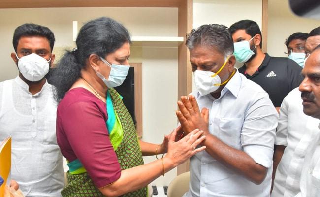 AIADMK's O Panneerselvam's Wife Dies, Ex Party Leader Sasikala Visits Him