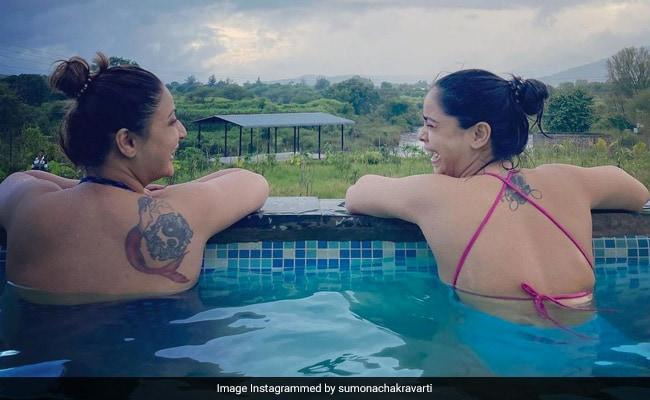 Pics From Sumona Chakravarti And Urvashi Dholakia's Pool Time