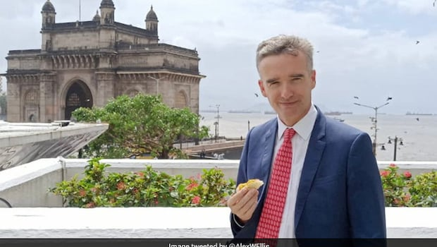 After Dosa, British High Commissioner Gets His Hands On Mumbai's Vada Pav