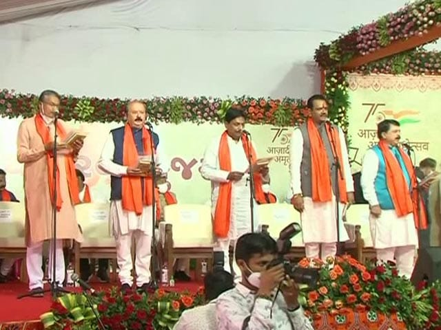 Video : Brand New Gujarat Cabinet Takes Oath Amid Dissent Over Sackings